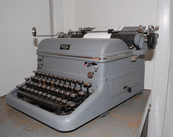 vintage 1930's manual portable Royal Typewriter charcoal gray working works great tombstone glass and chrome keys