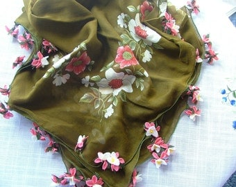 Exclusively designed scarf with contrast color oyas