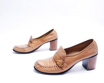 Vintage Boho  Brown Leather Heels Pumps // Wooden Heel Shoes // Size 7.5