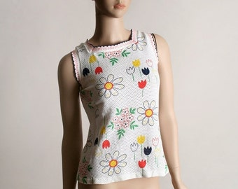 ON SALE Vintage Floral Tank Top - 1970s Bright Rainbow Flower Power Shirt - Small