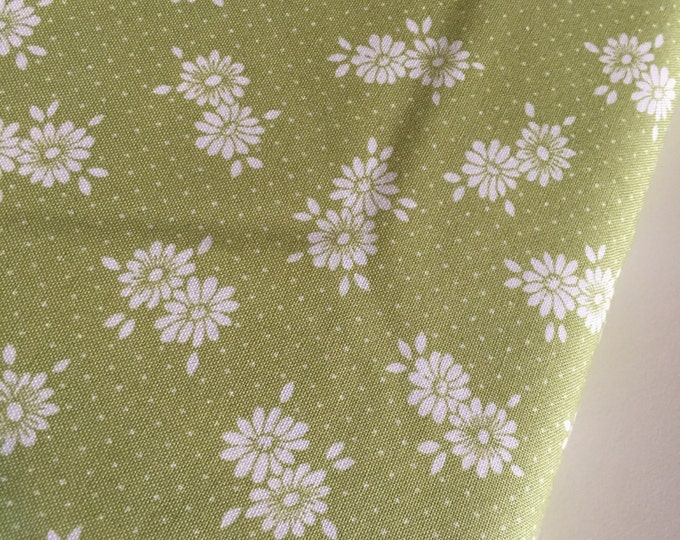 SALE fabric, Discount fabric, Floral fabric, Green fabric, Quilting fabric, Baby quilt fabric, You choose the cut. Free Shipping Available