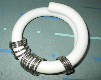 Vintage MOD 60s White Lucite Wrap with Metal Rings Bangle Bracelet