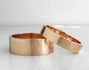 Hammer Texture Gold Wedding Band Set | 4mm and 7mm rose gold rings | Rustic recycled gold ring set |His and Hers|His and His 10k 14k 18k