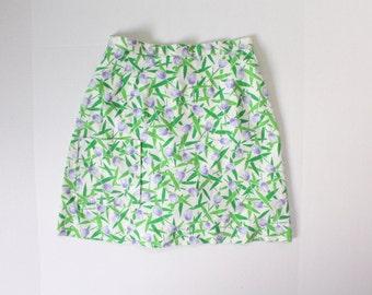 adorable vintage skort. skirt. shorts. medium. green and purple tulips. preppy. tennis. summer.