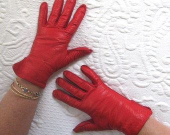 red leather gloves . short leather Gloves . red driving gloves . made in Italy