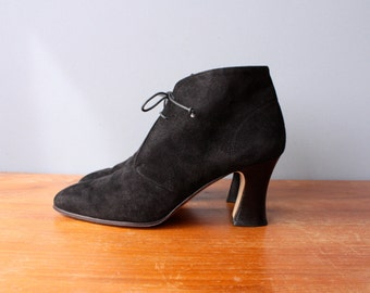 vintage 90s ankle boots 6.5 / black suede witchy shoes / victorian style granny boots