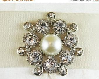 50% OFF Rhinestone Brooch, Pearl Brooch, crystal brooch for DIY wedding projects, brooch bouquet, bridal sash, invitations