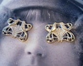 Gold Plated Frosted White Patina Brass Kissing Love Bird Filigree Connectors 779WHT x2