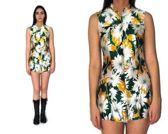 1970s mod mini dress 70s vintage button up turtle neck floral print Twiggy shift dress small