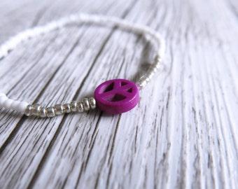 Peace Sign Bracelet Seed Bead Bracelet Dainty Stacking Bracelet White Silver Beads Boho Stretch Bracelet Peace Sign Charm Purple Charm