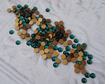Vintage 4mm Swarovski Emerald Green Gold Foiled Flat Back Round Glass Cabs or Stones (24 pieces)