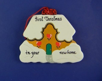 0019 House shape. Free shipping. Message shown is a suggestion. Ornaments can be written with a message/name/date of your choice.
