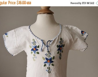 ON SALE 1970s Embroidered Tunic >>> Toddler Size 24 Months