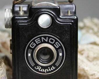 Mid- Century Bakelite CAMERA- Genos Rapid- Black Retro GERMANY- Photography- Photo Prop G-08