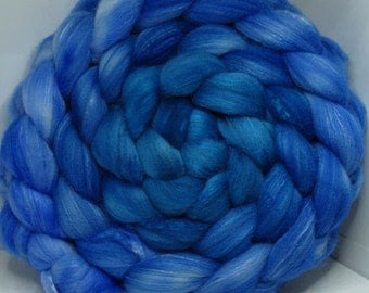 Merino/SW Merino/Tussah 40/40/20 Roving Combed Top - 5oz - Vaporeon 1 (pic not great)