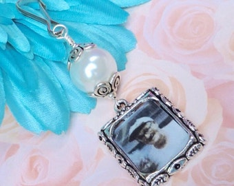 Wedding bouquet photo charm. Handmade wedding keepsake - white,blue or pink pearl.Bridal bouquet charm.Gift for her.Bridal shower gift