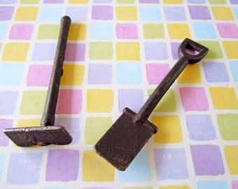 Vintage Dollhouse Miniature Metal Gardening Garden Tools Shovel Hoe Potted Plant Flowers