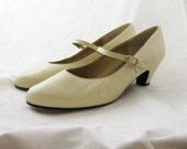 Dancing shoes - vintage cream Selby pumps 10