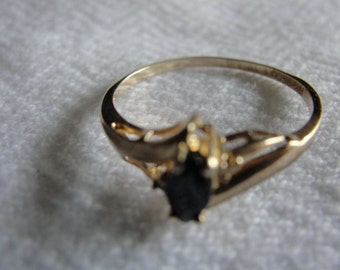 Vintage  sapphire and diamond 10k gold ring size 5.25