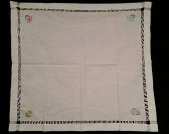 28x31 tablecloth and 2 napkins, handmade, vintage