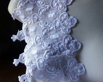 White Lace Venice Style for  Bridal, Costume or Jewelry Design, Home Decor L 4007