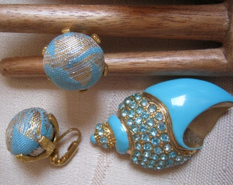 Vintage turquoise blue enamel crystals sea shell pin, sea shell pin clip earrings set, turquoise goldtone pin/brooch clip earrings