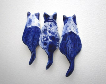 Cat  Brooch - Handpainted Delft blue porcelain Brooch
