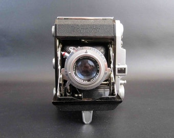 Vintage Zenobia Folding Camera. 120 Film. Made in Japan. Circa 1950's.