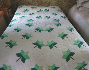 Vintage quilt, home made quilt, green quilt, leaf applique, hand quilted bedcover,  country decor, hand made coverlet