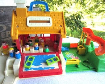 Vintage 1988 Fisher Price Little People School