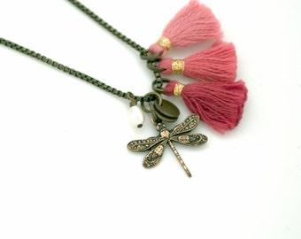 Sautoir petite libellule perle d'eau douce pompon semi-précieuse vintage romantique art nouveau déco cadeau personnalisable léger mignon