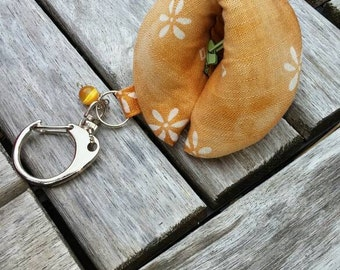 Fortune cookie pouch with chain