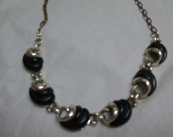 Vintage costume jewelry  /  chocker thermoset necklace