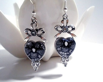 Antique 1920s lace under glass sweetheart earring - black and silver