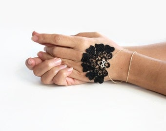 Hand Chain Handlet Wrist Charm Corsage Harness Cuff Fingerless Glove Bohemian Guipure Black Lace Bridesmaid Gift Formal Occasion Jewelry