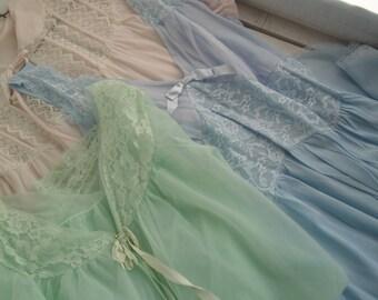 Vintage 1960s Women's Pajamas Robe Nightie Peignor