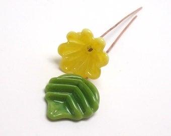 Handmade lampwork headpins  - Yellow Flower & Olive leaf -   lampwork flower, green leaf head pin, lemon lampwork , floral headpins