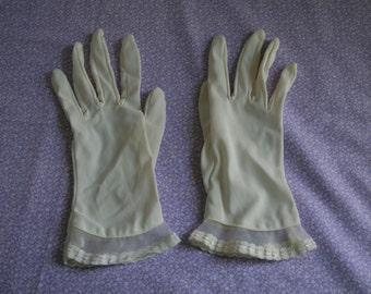 Small ivory nylon gloves with net and lace detail