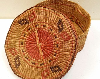 Beautiful Eathy Vintage Sweetgrass Lidded Basket