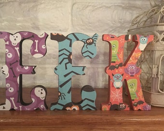 """Halloween """"EEK"""" word Decoration - Haunted, Spooky TRICK or TREAT for mantle, wall, gift"""