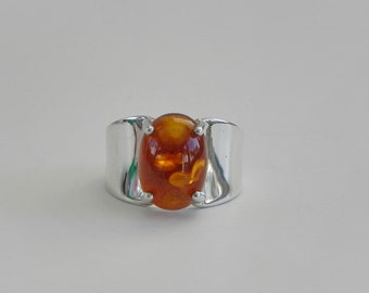 Amber Cabochon Ring in 925 Sterling Silver. Modern Style. Size 8.