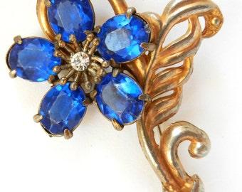 Art Nouveau flower brooch Royal Blue petals with leaf sweet golden curves - 1920 European antique brooch -- art.527/4