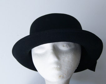 Vintage Black Round Felt Hat with Satin Bow Detail