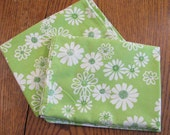 Vintage Pair Pillowcases - Standard Size - White Flowers on Green - No Iron Muslin - Great Condition - Pequot