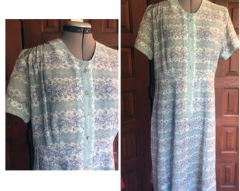 Vintage Pale Gauzy Paisley Day Dress Size Large