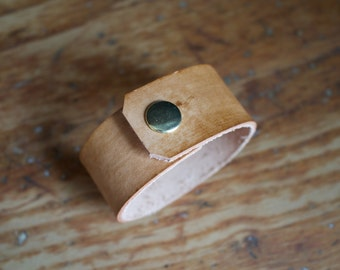 The Adventurer Cuff in Timber (Large)