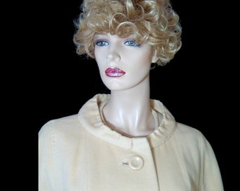 Creamy pure cashmere 1950s 1960s coat ~ Medium / Large ~ hand tailored high quality ~ cuddly coccoon wrap ~ Marilyn Monroe ~ Mad Men