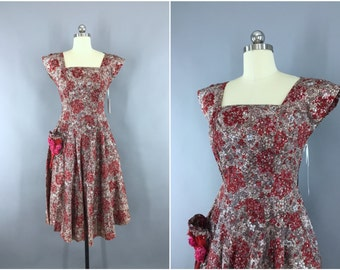 Vintage 1950s Dress / 50s Day Dress / New Look Dress / Floral Print Dress / Fit and Flare / Size Small