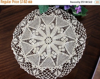 Crochet Doily, Cream Lace Tray Cloth, Hand Crocheted Doilies, Vintage Linens 13348