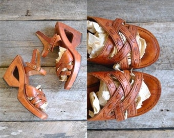 Wood Leather Sandals Sz 8  //  70s Platform Sandals Size 38.5 //  THE MAMACITA